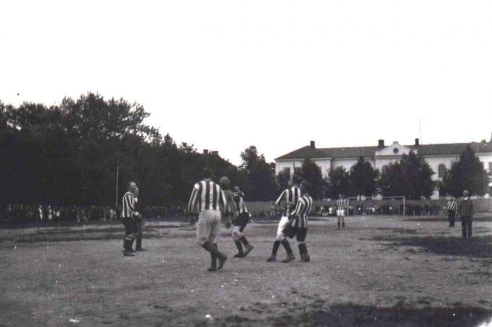 Arenaserien: Här spelades första matchen mellan lokala lag