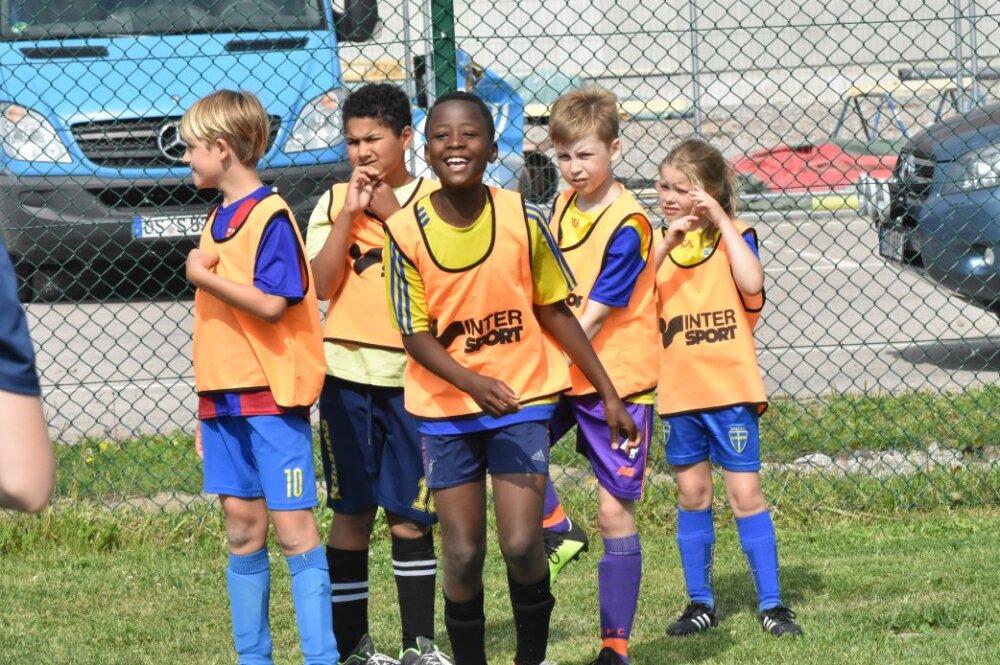 Nu är det dags att anmäla sig till fotbollsskolan i sommar