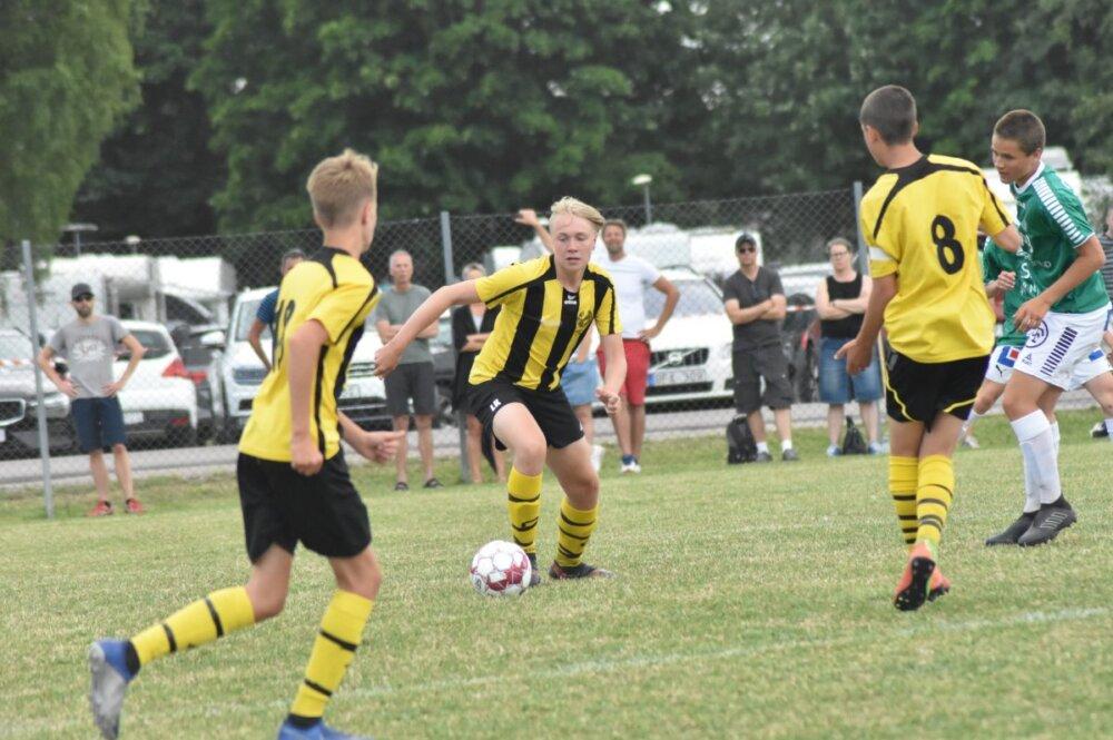 Nu får de yngsta spela fotbollsmatcher igen