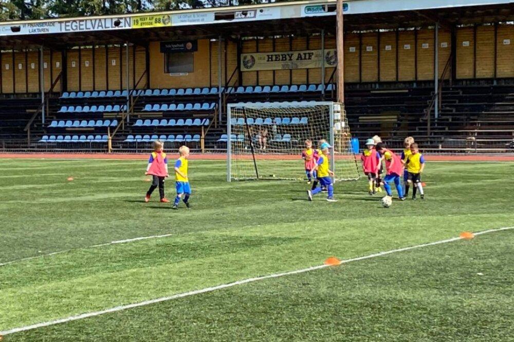 Heby AIF:s fotbollsskola avslutades i stekande värme