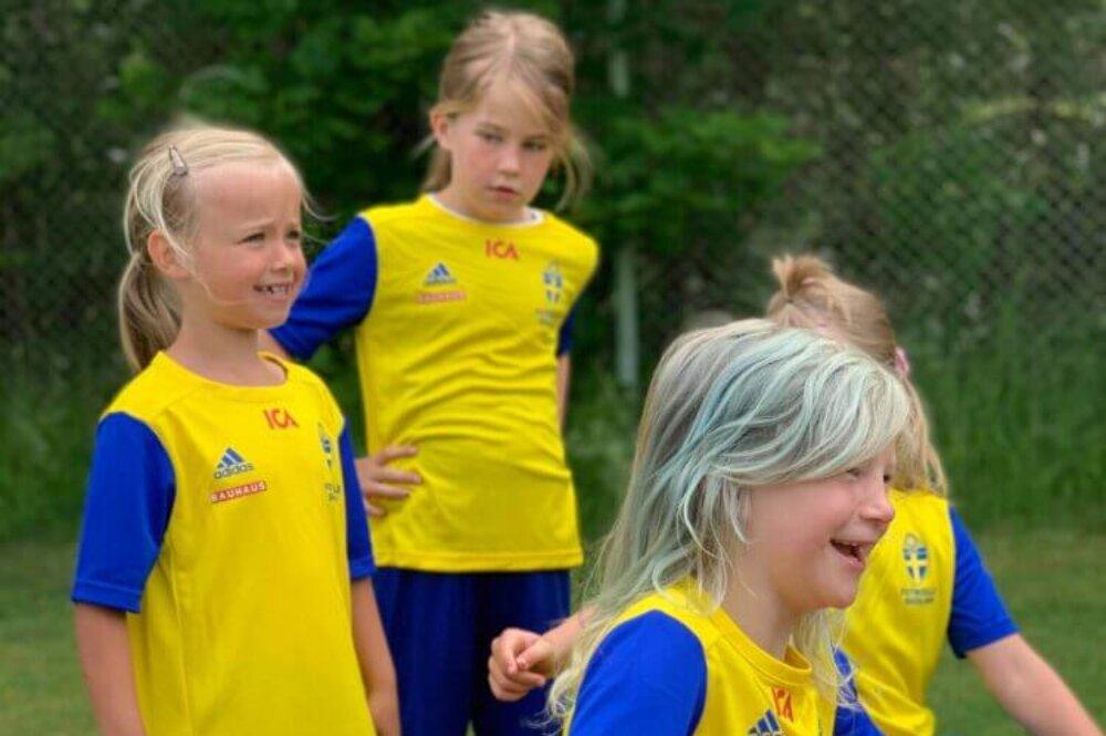 En lyckad fotbollsskola i härligt sommarväder